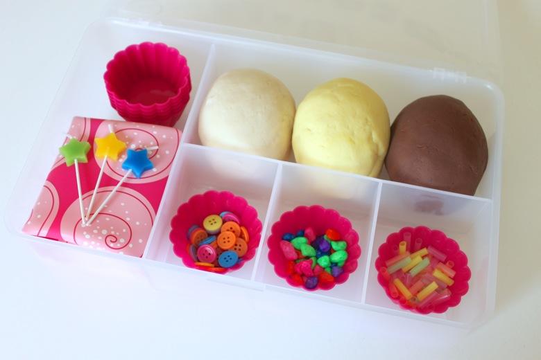 cupcake-play-dog